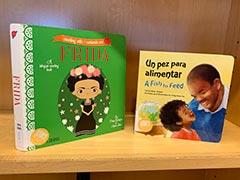 Dos libros de pizarra en español