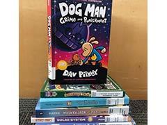 pila de novelas gráficas para niños