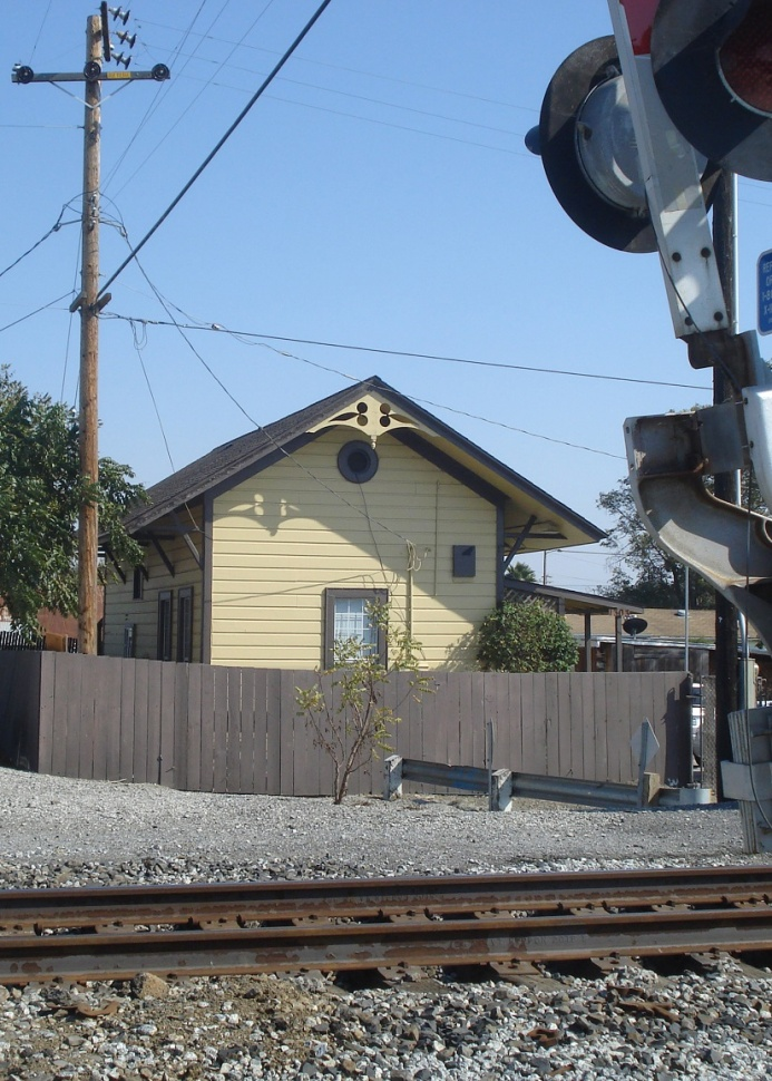 De archivo: An old railroad depósito. Fotografía © Ralph M. Pearce