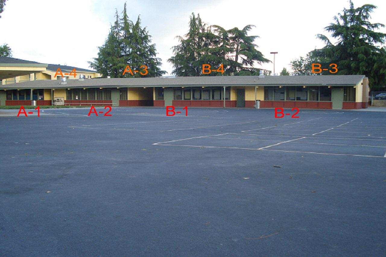 Imagen: Los salones de clases originales de primero a sexto grado tal como aparecen hoy. Foto de Ralph Pearce