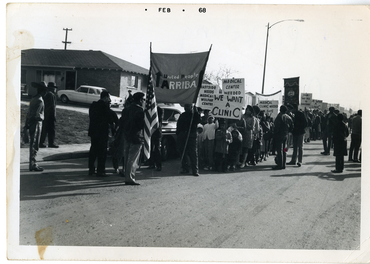 Escaneo de foto antigua: United People Arriba March, de febrero de 1968