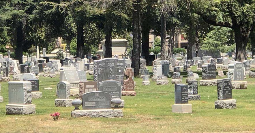 Bia mộ tại Công viên tưởng niệm Oak Hill của San Jose.