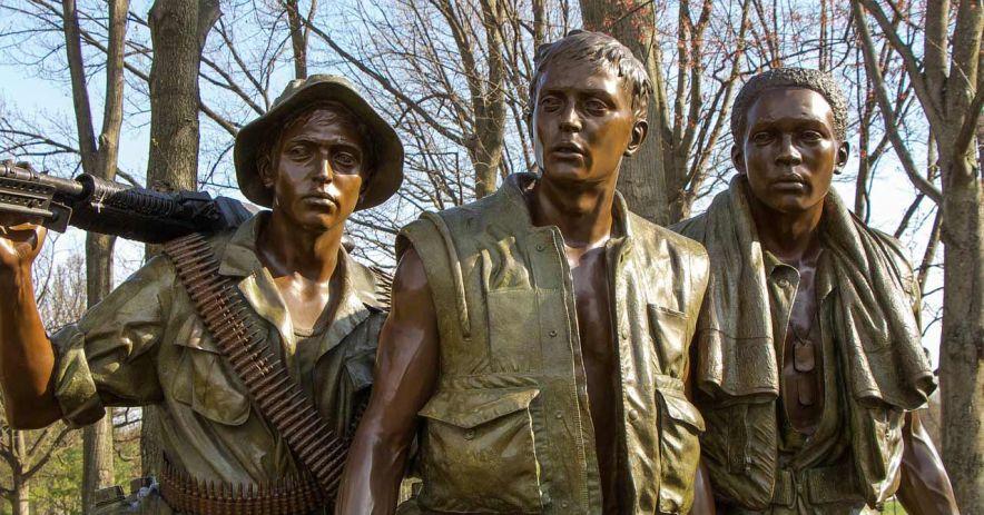 Estatuas de soldados estadounidenses durante la guerra de Vietnam.