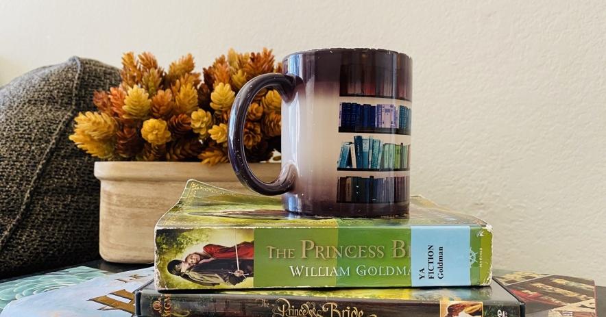Libro de la princesa prometida y DVD con taza de café