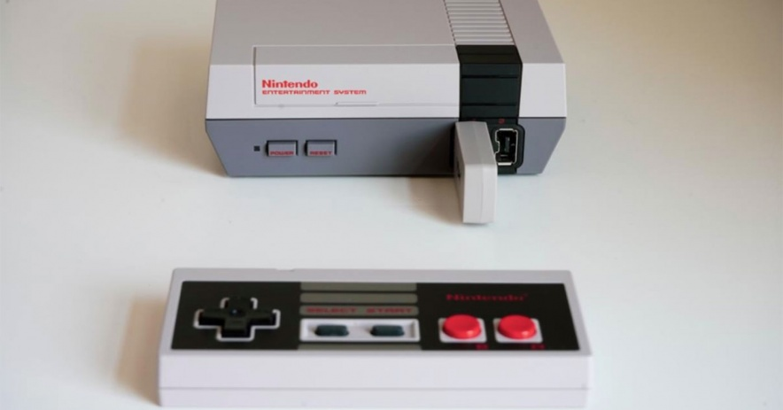 Nintendo Entertainment System con controlador