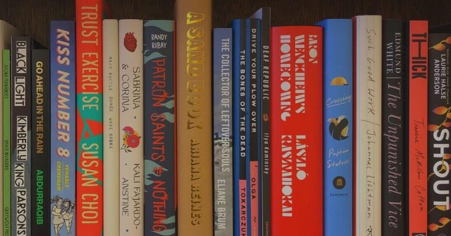 Lomos de libros finalistas del Premio Nacional del Libro