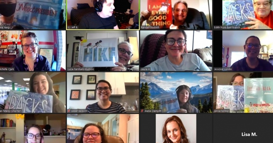Personal de SJPL a través de Zoom posando con los libros Mock Caldecott 2021.