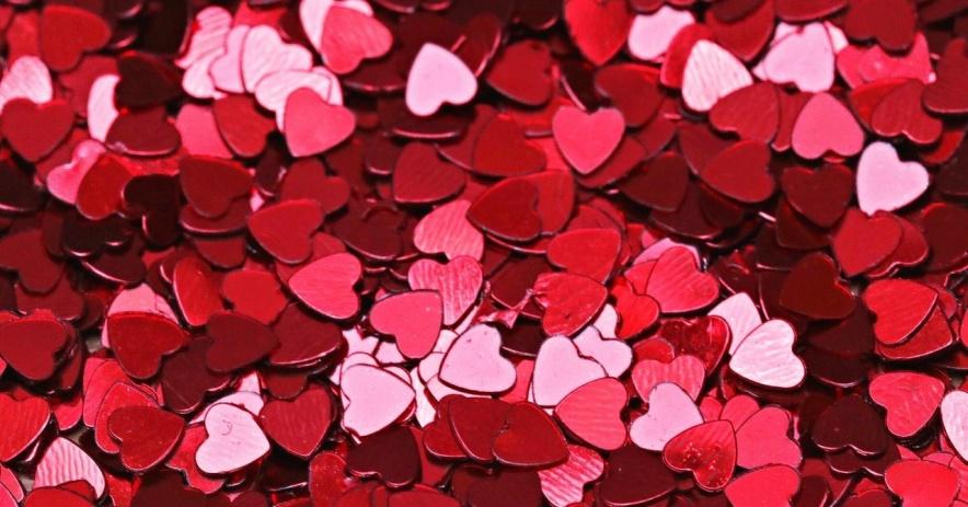 Confeti corazón rosa y rojo