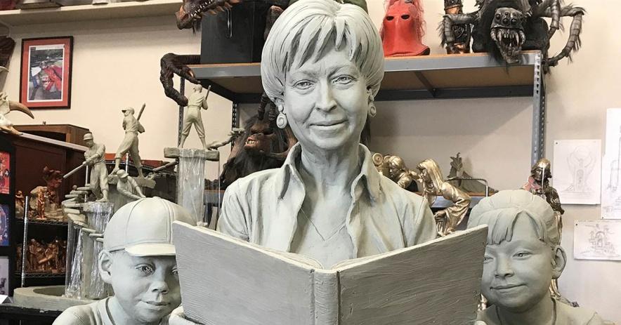 Modelo de arcilla utilizado para fundir la escultura de bronce final que conmemora a Pat Dando.