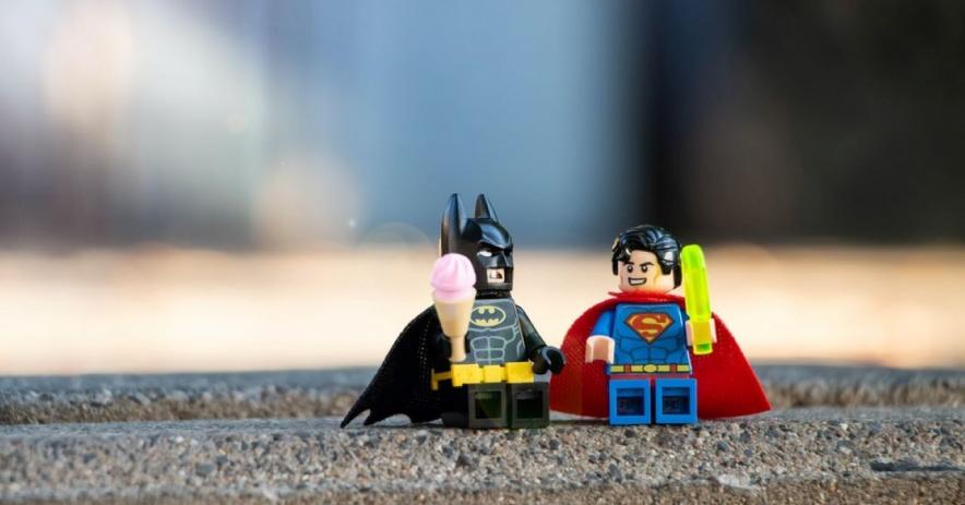 figuras de lego batman y superman