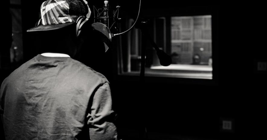 Artista de grabación en estudio