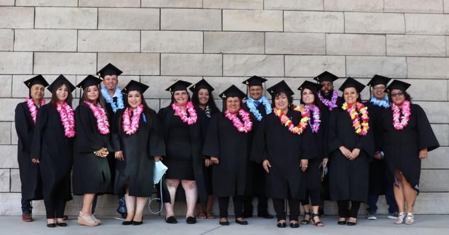 Career Online High School Graduados reunidos en grupo