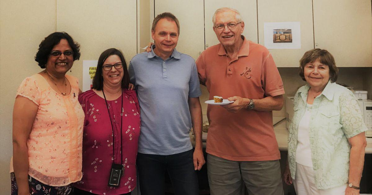 Almaden Chi nhánh bạn bè với người quản lý thư viện