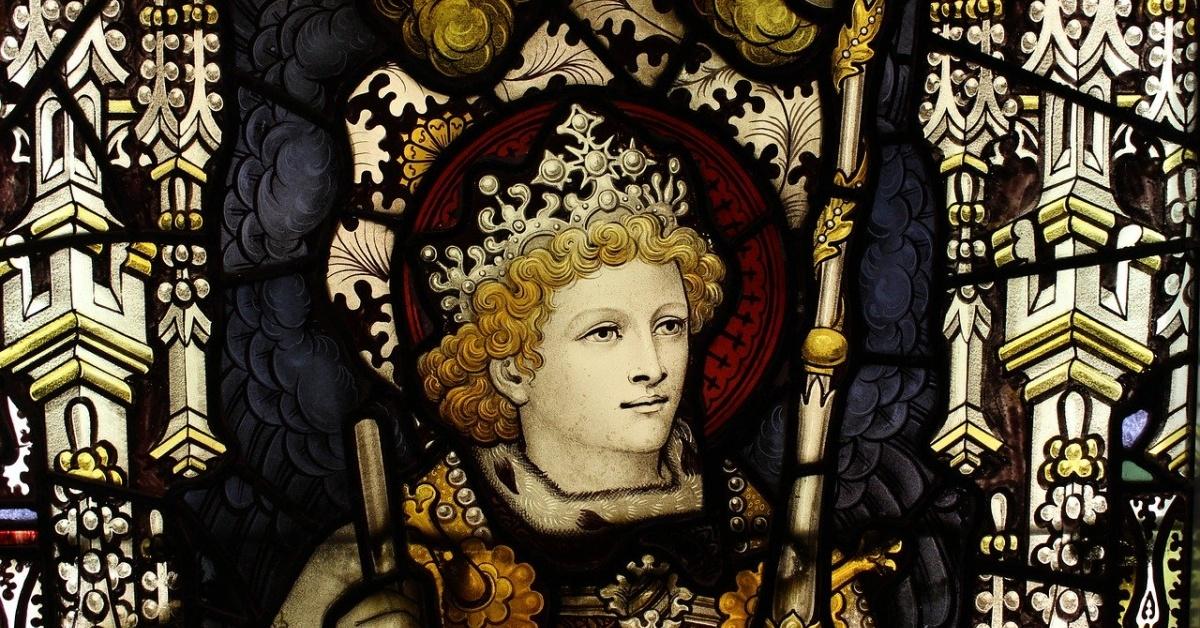 Kính màu của một vị vua thời trung cổ đeo vương miện.