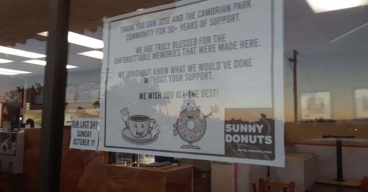 Cartel de cierre de Sunny Donuts