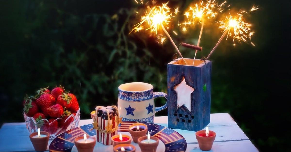 4 de julio decoraciones en una mesa.