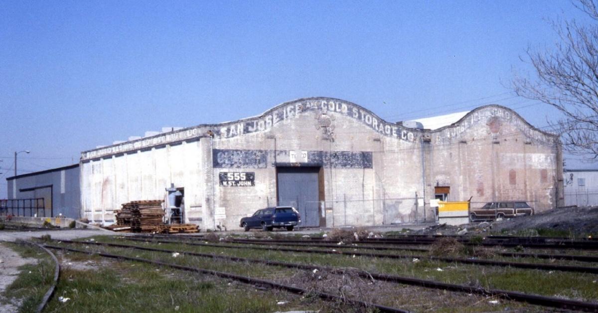 Imagen: San Jose Ice and Cold StorEdad Edificio de la empresa en 1985. Foto © Ralph M. Pearce