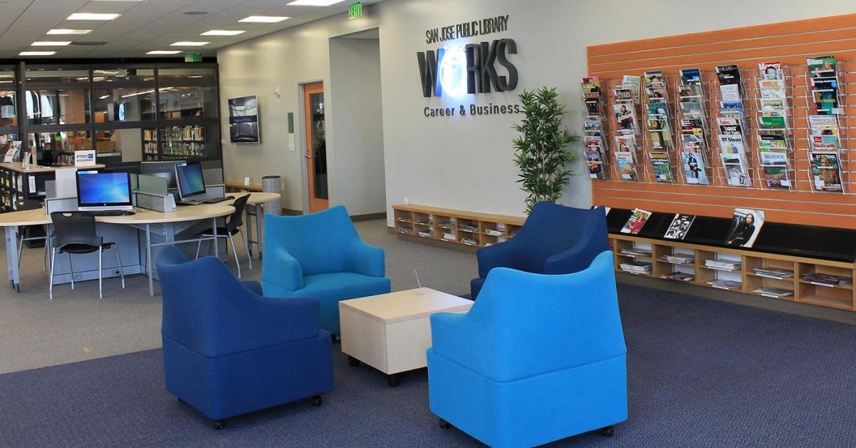 入口 SJPL Works, 有座位和電腦